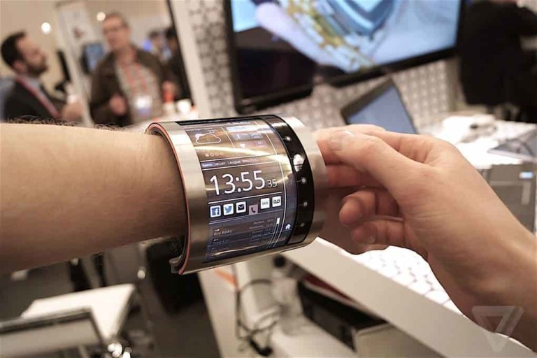 FlexEnable curved wrist display,FlexEnable OLCD OR OLCD OR OLED technology,flexible wrist watch