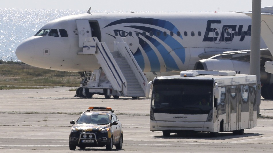 EgyptAir Flight is Hijacked on Early Morning Video