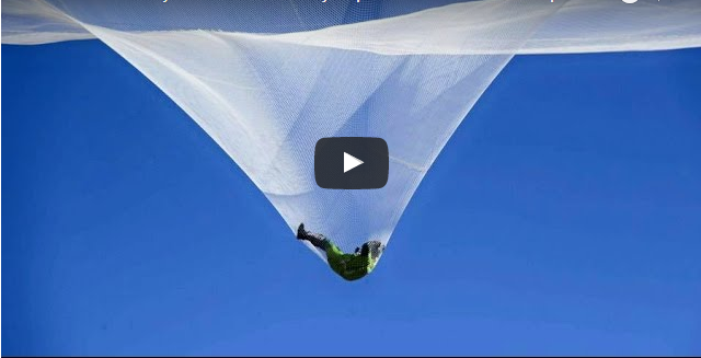 Skydiver Jumpes from 25000 feets without Parachute Video
