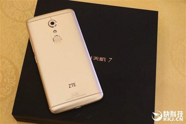 ZTE  axon 7 gold review