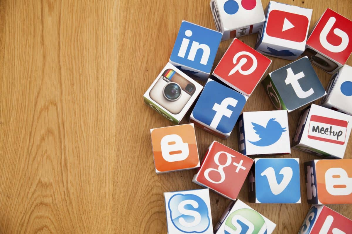 What are the pros and cons of social media?